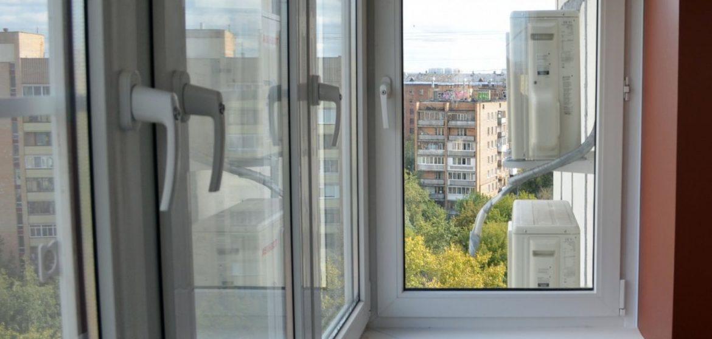 Остекление балкона 3 метра профилем КВЕ с детскими замками
